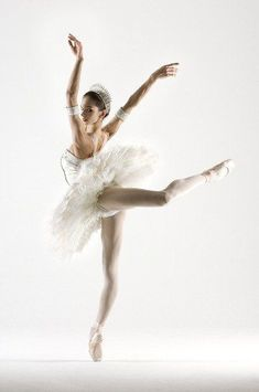 Polina Semionova (I like the way she looks over her shoulder in this picture) Ballet Pictures, Dance Pictures, Ballerina Dancing, Ballet Dancers, Ballerinas, Dancing Shoes, Polina Semionova, Dance Like No One Is Watching, Dance Movement