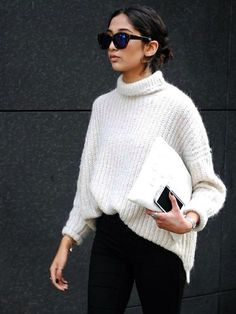 Love the oversize sweater with skinny pants black and white r always great together.
