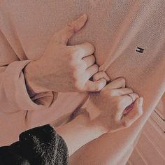 Maddiebtx на доске original // the yellowstone effect couple pictures, coup Couple Hands, Gay Couple, Relationship Goals Pictures, Cute Relationships, Couple Relationship, Cute Couples Goals, Couple Goals, Korean Couple, Ulzzang Couple