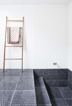 Tegels in huis Interieur design by nicole & fleur. Made a Mano tiles, hand made in Sicily, Caltagirone. Bad Inspiration, Bathroom Inspiration, Dream Bathrooms, Beautiful Bathrooms, Sunken Tub, Bathroom Toilets, Washroom, Wet Rooms, Shower Tub