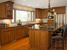 I could handle a kitchen like this. English Country Kitchens from Lori Dennis : Designers' Portfolio 2929 : Home Garden Television Vintage Kitchen Cabinets, Country Kitchen Cabinets, Kitchen Cabinet Styles, Kitchen Cabinet Hardware, Kitchen Layout, Kitchen Ideas, Wood Cabinets, Elegant Kitchens, Beautiful Kitchens