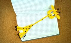 Jetzt eine niedliche Giraffe häkeln und sich von ihrer guten Laune anstecken lassen. Mit der PDF-Anleitung ist das gar nicht schwer, probiers gleich aus.
