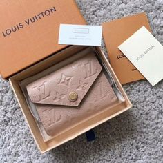 New Collection For Louis Vuitton Handbags LV Bags to Have. New Collection For Louis Vuitton Handbags LV Bags to Have. New Louis Vuitton Handbags, Vuitton Bag, Purses And Handbags, Louis Vuitton Monogram, Louis Vuitton Wallet, Disney Handbags, Louis Vuitton Agenda, Gucci Wallet, Cheap Handbags