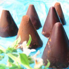 Siba-Rita: Bombones de cointreau con naranja/ Cointreau and orange chocolates Chocolate Orange, Chocolate Delight, Chocolate Showpiece, Dessert Shots, Bite Size Desserts, Chocolates, Sweet Recipes, Baking Recipes, Sweets