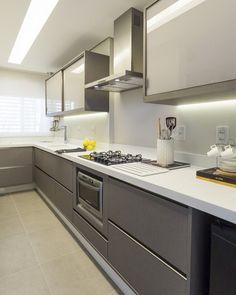 Simple yet modern kitchen desi Kitchen Cabinet Design, Kitchen Remodel, Kitchen Decor, Interior Design Kitchen, Contemporary Kitchen, Kitchen Modular, Kitchen Room Design, Kitchen Furniture Design, Kitchen Layout