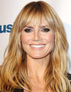La frange d'Heidi Klum Une frange légèrement effilée pour le célèbre top, qui laisse apparaître son front. Un modèle qui convient à presque toutes les femmes. Le plus : de jolies ondulations qui donnent de la matière aux cheveux.