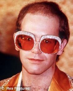https://s-media-cache-ak0.pinimg.com/236x/2a/78/c3/2a78c3ed569173ea4c20d43c6115db29--celebrity-sunglasses-captain-fantastic.jpg?noindex=1