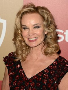 She may scare us straight in American Horror Story, but Jessica Lange's golden hue is nothing to shy away from. The star looks simply radiant with golden locks and tight curls on the red carpet.
