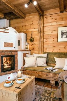 Sharing my obsessive love of rustic cabin life through photos and art I have collected. Chalet Design, Contemporary Home Furniture, Weekend House, Cabin Interiors, Home Decor Kitchen, Room Kitchen, Log Homes, House Rooms, Cozy House
