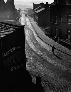 Wolfgang Suschitzky - Sunday Morning, Oldham, 1946
