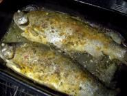 2 pastravi(a 500 gr fiecare), 100 gr unt, 1 lingur. Romanian Food, Romanian Recipes, Stuffed Green Peppers, Trout, Fish Recipes, Seafood, Pork, Chicken, Meat