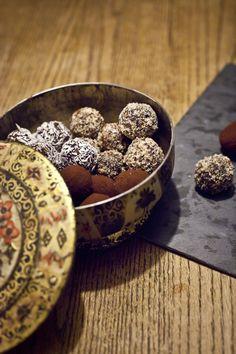 Raw brownie truffles