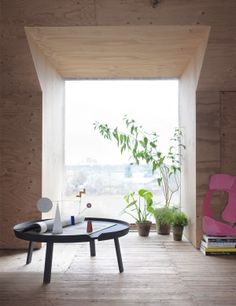 Muuto's bestselling and modern Cofee and sofa table Around in XL, Nordic Design for your living room. Garden view and green plants.