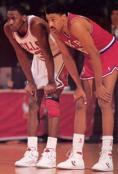Two high flying NBA legends: The young Michael Jordan 'His Royal Airness' / 'MJ' Nike / Air Jordan The veteran Julius Erving 'the Doctor' / 'Doctor J' Converse / Pro Leather Basketball Pictures, Love And Basketball, Sports Basketball, Sports Pictures, Basketball Players, Nba Players, Basketball Jones, Basketball Motivation, Basketball Stuff
