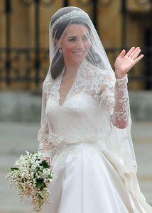 O vestido de noiva da princesa Kate - Kate revela vestido pérola com renda