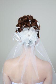 Brautfrisuren hochgesteckt schlicht  wunderschöne Brautfrisur mit Rosen und Schleier | beauty | Pinterest
