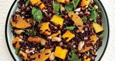 Black Rice Salad with Mango and Peanuts Fruit is a welcome addition to savory grain salads. Here, mangoes and oranges add color and sweetness to the deep-purple hue of black rice. It's delicious with grilled fish. I'll do this without the peanuts Healthy Salads, Healthy Eating, Healthy Recipes, Black Rice Salad, Orange Salad, Mango Salat, Rice Salad Recipes, Quinoa Recipe, Grain Salad