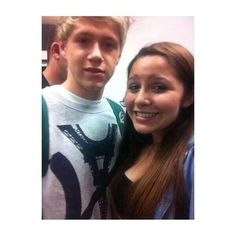 Twitter / 1DUpdatesOnline: Niall with a fan at the airport ...