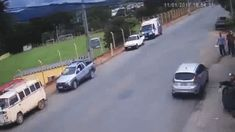 Horrible bike crash Dude got up! Weird Gif, Weird Facts, Fun Facts, Crazy Stupid, Stupid People, Gifs, You Funny, Hilarious, Beste Gif