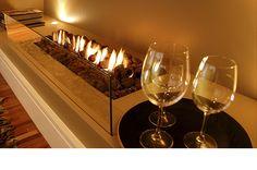 Lareiras a gas e lareiras a alcool - LCZ Lareiras Brasil - www.lczlareiras.com O Gas, Lounge Areas, White Wine, Condo, Interior Design, Architecture, House Styles, Glass, Modern Fireplaces