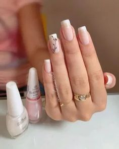 On average, the finger nails grow from 3 to millimeters per month. If it is difficult to change their growth rate, however, it is possible to cheat on their appearance and length through false nails. Elegant Nails, Stylish Nails, Trendy Nails, Cute Nails, Simple Acrylic Nails, Square Acrylic Nails, Simple Nails, Gel Manicure Designs, Nail Manicure