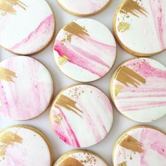Pink marble biscuits with a touch of rose gold and gold leaf ✨ – gold leaf … - Babyshower Pink Cake Ideen Pink Cookies, Fondant Cookies, Fancy Cookies, Iced Cookies, Royal Icing Cookies, Cupcake Cookies, Sugar Cookies, Leaf Cookies, Sugar Cookie Icing