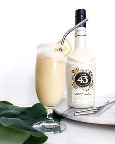 """http://ift.tt/2gf6xsm SUNDAYS ARE FOR FUN AND DELICIOUS COCKTAILS // Woah! Da trinkst du schon dein Leben lang keinen Alkohol (weil: schmeckt nicht) dann kommt so ein Orochata von @licor43de um die Ecke und macht Da gab es gestern kurzerhand mal einen neuen improvisierten Cocktail. Der braucht zwar noch einen besseren Namen als """"Ananas-Bananen-Cocktail mit Orochata"""" aber das bekommen wir auch noch hin . Also... Stoßen wir auf den Sonntag an Hier ist das Easy Peasy Rezept für dich..."""