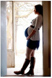 What To Wear While Pregnant By Trimester {Maternity Outfit Ideas}  Know what to wear during pregnancy can be a challenge but with this helpful tips in this post you'll have a better idea! Broken down by trimester, no matter what phase your in your sure to find a tip that will make the pregnancy a bit more comfortable and stylish!