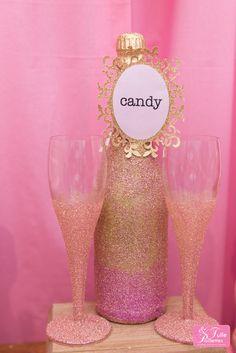 #glitter #pink #weddingdeco #wedding #glitterbottle Déco de Stand salon du mariage Tulle et Paillettes  www.tulleetpaillettes.com Photo Jérémy Guillaume www.jeremyguillaume.fr