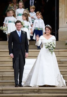 The British Royal family was all smiles and happy while battling the harsh winds to enjoy the beautiful wedding of Princess Eugenie of York and Jack Royal Wedding Gowns, Royal Weddings, Wedding Bride, Wedding Dresses, Princess Wedding, Princess Eugenie Jack Brooksbank, Princess Beatrice, Priyanka Chopra, Princesa Eugenie