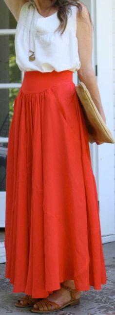 detalhe da cintura alta na saia