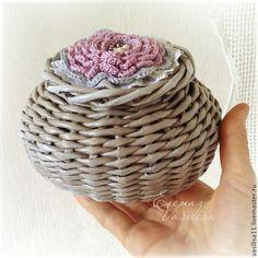 """Купить Шкатулочка плетеная """"Бутончик"""" - шкатулочка, плетеная, круглая, с цветком, необычная, забавная, маленькая, серая"""