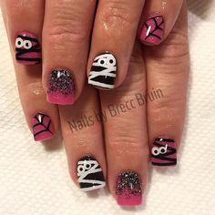 """#halloweennails #mummy #spiderwebs #nails #nailart #weloveglitterdesign #glowinthedarknails #acrylicfade #sparkle #bling #squarenails #mummynails…"""
