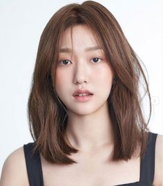 28 Best Medium Length Hairstyles & Haircuts for Women in 2020 - - Not too short, not too long, medium-length hair is just right! These are the best medium length hairstyles & haircuts for Korean Medium Hair, Medium Short Hair, Medium Hair Cuts, Asian Hair Medium Length, Haircuts Straight Hair, Short Straight Hair, Long Layered Hair, Medium Length Straight Hairstyles, Haircut For Medium Length Hair