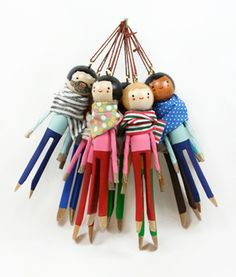 clothespin dolls - The perfect keepsake: a custom ornament from the small object, made to look just like a loved one. Holiday Crafts, Fun Crafts, Crafts For Kids, Holiday Decor, Softies, Dolly Doll, Clothespin Dolls, Clothespin Crafts, Clothes Pegs