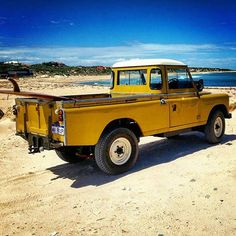 Land Rover 109 Serie III Pick-up. Yellow. More