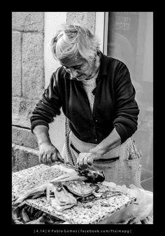 Vendedora de peixe II / Vendedora de pescado II / Lady fishmonger II [2014 - Viana do Castelo - Portugal] #fotografia #fotografias #photography #foto #fotos #photo #photos #local #locais #locals #cidade #cidades #ciudad #ciudades #city #cities #europa #europe #pessoa #pessoas #persona #personas #people #street #streetview
