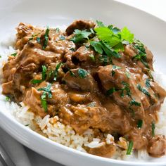 Try this Brazilian Stroganoff recipe for dinner. This twist on traditional stroganoff is served on a bed of fluffy white rice. Your family will ask for more. Crock Pot Recipes, Slow Cooker Recipes, Beef Recipes, Cooking Recipes, Rump Steak Recipes, Easy Recipes, Beef And Mushroom Recipe, Mushroom Recipes, Mushroom Gravy