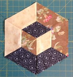 Paper pieced quilt block with a great fabric arrangement. Paper Piecing Patterns, Quilt Block Patterns, Pattern Blocks, Tumbling Blocks Quilt, Quilt Blocks, Quilting Tutorials, Quilting Designs, Optical Illusion Quilts, Hexagon Quilt