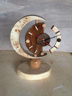 Wooden Clock, Wooden Walls, Skeleton Clock, Old Libraries, Reclaimed Wood Art, Cool Clocks, Table Lamp Wood, Leather Bags Handmade, Diy Mask