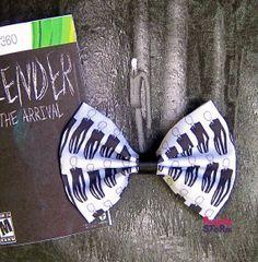 Slender Man  Hair bow  Unique Geeky Gamer van FangirlyStorm op Etsy, $6.75