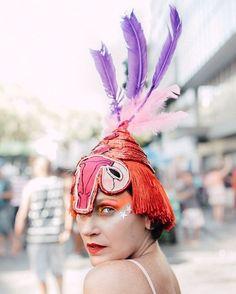 A @negocada_carnaval é uma neo label carnavalesca que você precisa conhecer! Ela nasceu da combinação de forças entre as estilistas Layana Thomaz e Maíra Nascimento que vendem sua primeira coleção - com bodies hot pants acessórios de cabeça e muito mais - nos dias 4 de fevereiro das 16h às 22h horas e dia 5 de fevereiro das 10h às 22h no Hotel Mama Shelter em Santa Teresa no Rio de Janeiro.  via ELLE BRASIL MAGAZINE OFFICIAL INSTAGRAM - Fashion Campaigns  Haute Couture  Advertising…