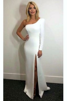Holly Willoughby outfit white one shoulder gown Dancing on Ice January 2018 Holly Willoughby Legs, Holly Willoughby Outfits, Cocktail Outfit, Ice Dresses, Sexy Dresses, White Gowns, White Dress, Short Blonde, Winter Outfits Women