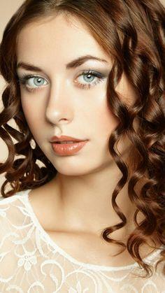 Gorgeous Eyes, Beautiful Redhead, Most Beautiful, Beautiful Women, Celebrity Stars, Female Portrait, Girl Face, Dark Hair, Gothic Beauty