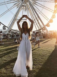 Whether you're going to Coachella, Lollapalooza, or the like, we're sharing some of our favorite music festival outfits of all-time to inspire your look! Coachella Festival, Coachella Dress, Coachella Looks, Music Festival Outfits, Music Festival Fashion, Fashion Music, Summer Festival Outfits, Coachella Outfit Ideas, Coachella 2018