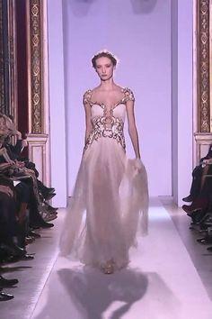 Runway Show by Zuhair Murad. Wedding Dress Styles, Bridal Dresses, Couture Fashion, Runway Fashion, Elegant Dresses, Beautiful Dresses, Royal Clothing, Special Dresses, Luxury Dress