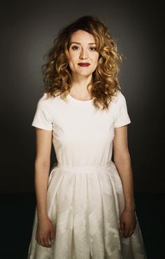 OBSESSED with Evelyne Brochu's hair.