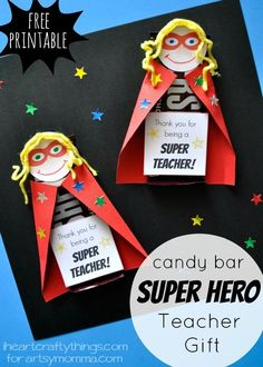 Super Hero Candy Bar Teacher Appreciation Gift Kids will love making this fun Super Hero Candy Bar DIY Teacher Appreciation Gift. Find the printable superhero face and gift tag in the post. Superhero Teacher, Superhero Classroom, Superhero Party, Classroom Themes, Presents For Teachers, Teachers Day Gifts, Teacher Thank You, Card For Teacher, Small Teacher Gifts