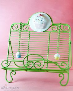 A cute idea to cupcake'ify your cookbook stand!! Want it, want it!