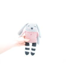 Free dog crochet pattern. Base 2 dog with stockings by Ina Rho